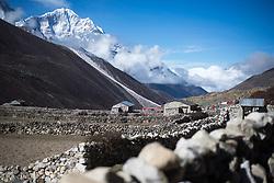 """THEMENBILD - Wanderung im Sagarmatha National Park in Nepal, in dem sich auch sein Namensgeber, der Mount Everest, befinden. In Nepali heißt der Everest Sagarmatha, was übersetzt """"Stirn des Himmels"""" bedeutet. Die Wanderung führte von Lukla über Namche Bazar und Gokyo bis ins Everest Base Camp und zum Gipfel des 6189m hohen Island Peak. Aufgenommen am 20.05.2018 in Nepal // Trekkingtour in the Sagarmatha National Park. Nepal on 2018/05/20. EXPA Pictures © 2018, PhotoCredit: EXPA/ Michael Gruber"""