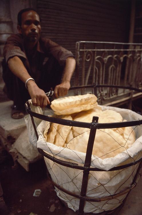 A papad seller and his basket, Old Delhi, July 2003