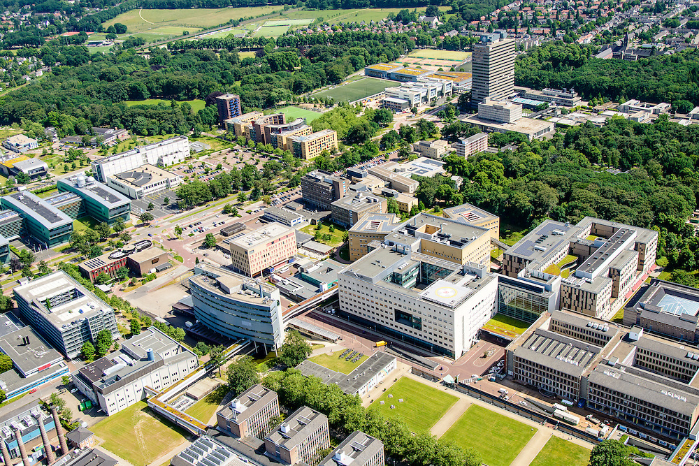 Nederland, Gelderland, Nijmegen, 09-06-2016; landgoed Heyendael, campus Radboud Universiteit Nijmegen met onder andere Erasmusgebouw en Radboudumc.<br /> Heyendaal estate, Radboud University Nijmegen campus, Radboud University Medical Centre.<br /> <br /> luchtfoto (toeslag op standard tarieven);<br /> aerial photo (additional fee required);<br /> copyright foto/photo Siebe Swart