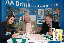 17-02-2007 ATLETIEK: AA DRINK TALENTTEAM: GENT<br /> Ondertekening sponsorcontract tussen AA Drink en het Talentteam / Melissa Boekelman, Cees Pille en Rien van Haperen<br /> ©2007-WWW.FOTOHOOGENDOORN.NL