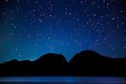Clear night with bright stars and starbusts | Klarnatt med stjerner og stjerneskudd.