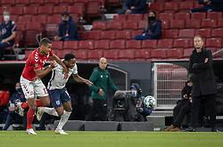 Mathias Zanka Jørgensen (Danmark) og Raheem Sterling (England) under UEFA Nations League kampen mellem Danmark og England den 8. september 2020 i Parken, København (Foto: Claus Birch).