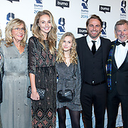NLD/Hilversum/20190311  - Uitreiking Buma Awards 2019, John Ewbank en partner Kelly Weekers met dochter Day en familie