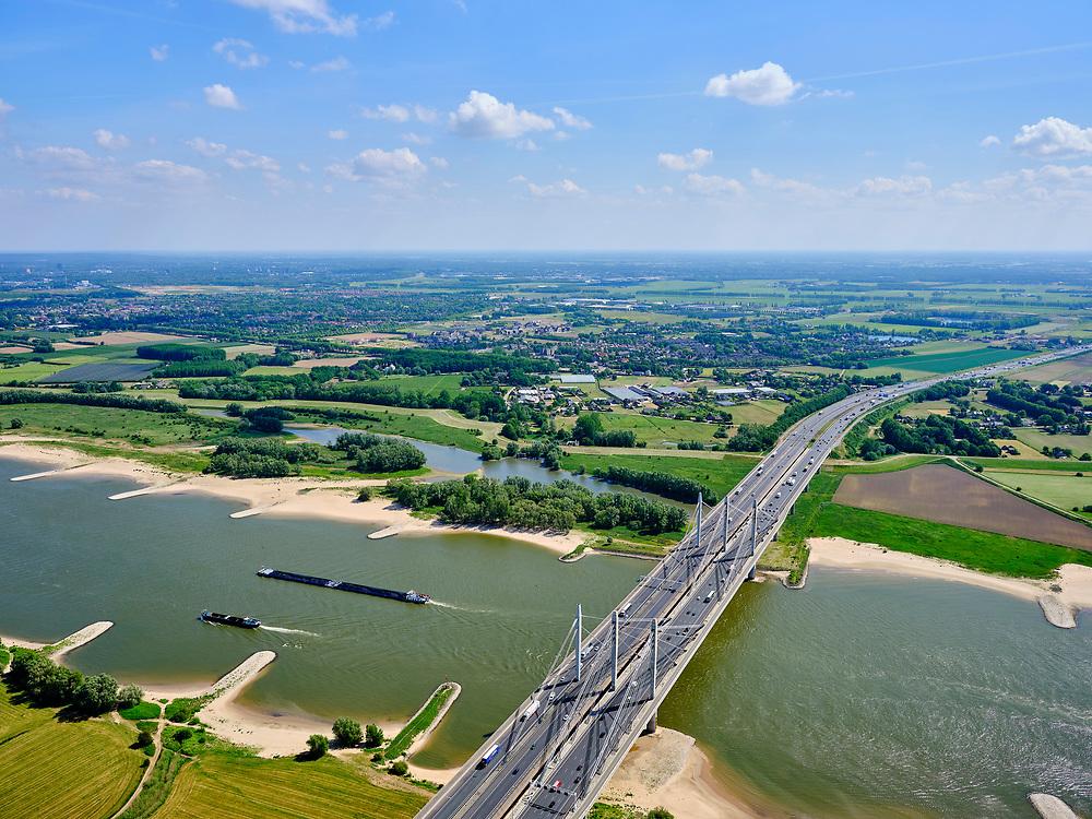 Nederland, Gelderland, gemeente Beuningen; 14–05-2020; Tacitusbrug over rivier de Waal. Tuibrug naast de oude (bestaande) Brug bij Ewijk. <br /> Tacitus bridge over the river Waal. Cable-stayed bridge next to the old (existing) Bridge at Ewijk.<br /> luchtfoto (toeslag op standaard tarieven);<br /> aerial photo (additional fee required)<br /> copyright © 2020 foto/photo Siebe Swart