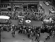 17/03/1960<br /> 03/17/1960<br /> 17 March 1960<br /> NAIDA Industrial St. Patrick's Day Parade, Dublin. Picture shows Batchelors beans and peas float on Westmoreland Street.