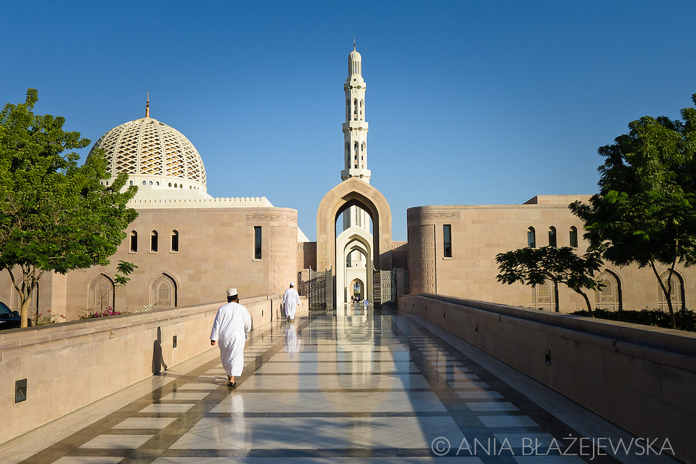 Oman, Muscat. Omani men wearing traditional dresses entering the Grand Mosque in al-Ghubrah.