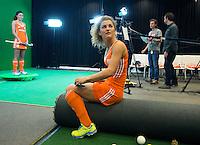 DEN BOSCH -  Maria Verschoor met Naomi van As . . Nederlands Hockeyteam  voor nieuwe platform Hockey.nl.    FOTO KOEN SUYK