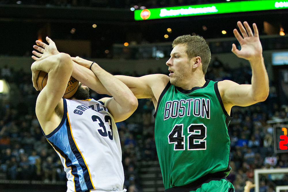 MEMPHIS, TN - JANUARY 10:  David Lee #42 of the Boston Celtics fights for a rebound against Marc Gasol #33 of the Memphis Grizzles at the FedExForum on January 10, 2016 in Memphis, Tennessee.  The Grizzlies defeated the Celtics 101-98.  NOTE TO USER: User expressly acknowledges and agrees that, by downloading and or using this photograph, User is consenting to the terms and conditions of the Getty Images License Agreement.  (Photo by Wesley Hitt/Getty Images) *** Local Caption *** David Lee; Marc Gasol