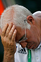 Photo: Glyn Thomas.<br />Spain v France. Round 2, FIFA World Cup 2006. 27/06/2006.<br /> Spain's head coach Luis Aragones looks dejected.