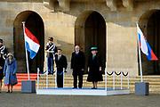 Staatsbezoek van de President van Slowakije , Zijne Excellentie president Ivan Gasparovic en zijn echtgenote Silvia Gasparovicova.<br /> <br /> Statevisit of the President of  Slowakije Ivan Gasparovic and his wife  Silvia Gasparovicova.<br /> <br /> Op de foto/ On the photo: <br /> <br /> op de foto Koningin Beatrix en president Ivan Gasparovic bij de welkomstceremonie