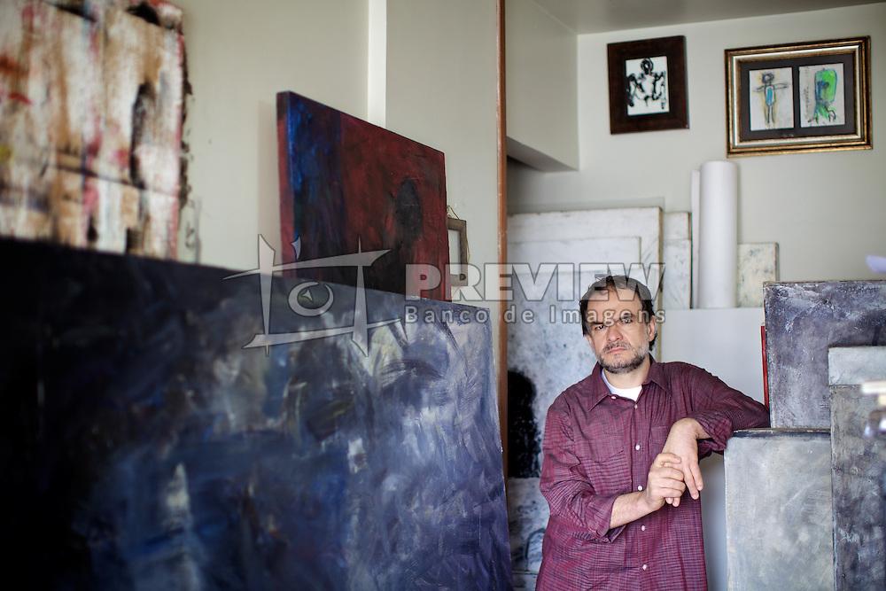Gelson Radaelli, nasceu em Nova Brescia-RS, Brasil, em 1960. Graduado em Comunicação na Universidade do Vale do Rio dos Sinos, em 1986. Atualmente reside em Porto Alegre, onde trabalha com pintura e desenhos. FOTO: Jefferson Bernardes/Preview.com
