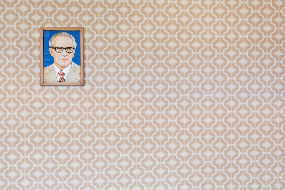 Un ritratto di Erich Honecker, secondo segretario generale del Comitato Centrale del Partito Socialista dell'Unità Tedesca (SED), all'interno dell'ex carcere della Stasi. Berlino, Germania, 8 ottobre 2014. Guido Montani / OneShot<br /> <br /> A portrait of Erich Hoenecker, second General Secretary of the Socialist Unity Party (SED) inside the former Stasi prison. Berlin, Germany, 8 october 2014. Guido Montani / OneShot