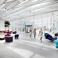 Nederland, Amsterdam , 29 juni 2010..1 van de studio's in de nieuwe vestiging van Endemol in Amsterdam Zuid Oost in de MediArena Studio's..Endemol Holding B.V. is een van de grootste internationale televisieproducenten. Het bedrijf is in 1994 ontstaan na een fusie van de televisieproductiebedrijven van Joop van den Ende (Endemol) en John de Mol (Endemol). In 2003 boekte de Endemol Group een omzet van EUR 913,8 miljoen. Wereldwijd werken er 3300 mensen (waarvan 800 in Nederland)..In 2000 werd Endemol verkocht voor EUR 5,5 miljard aan het Spaanse telecombedrijf Telefónica..Op de foto de entree van het nieuwe pand met lobby.The entrance of the new building of the new branch of Endemol in Amsterdam South East in the MediArena Studios. In 2000, Endemol was sold to the Spanish telecom company Telefonica for EUR 5.5 billion.