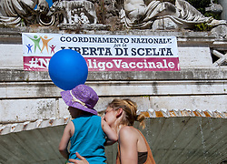 June 3, 2017 - Rome, Italy - Manifestation in Rome and many Italian cities favoring the freedom of choice of vaccine, against the law recently approved by the government, which obliges 12 vaccinations for children up to 6 years old, failing which they will not be able to access nurseries and nurseries. There will be fines up to 7500 and suspension of paternity may be for parents of children aged 6 to 16 who will not vaccinate their children. (Credit Image: © Patrizia Cortellessa/Pacific Press via ZUMA Wire)