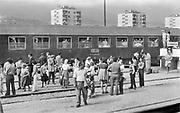 Joegoslavie, macedonie, skopje,  8-9-1973  De trein vanuit Munchen naar Thessaloniki houdt een stop in skopje, hoofdstad van de tegenwoordige republiek van noord macedonie .Foto: ANP/ Hollandse Hoogte/ Flip Franssen